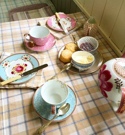 Crediton, UK: Met with a cream tea