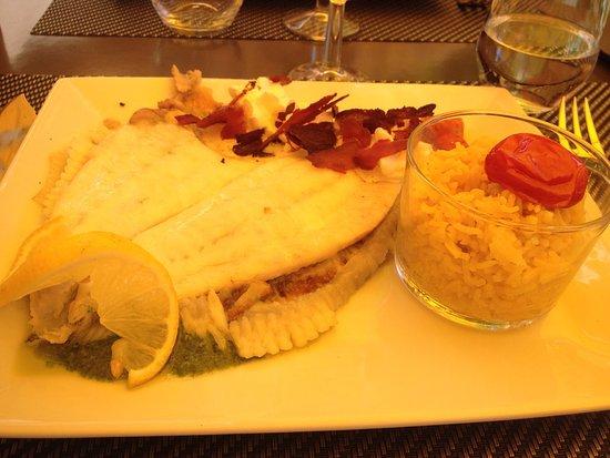 Vaugines, Francia: Un lieu d'exception et une cuisine inventive, élaborée avec des produits frais et de saisons, un