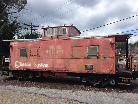 Staunton, VA: 1 of 2 train cars outside