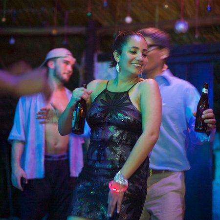 Maskall, Белиз: Night of Dancing