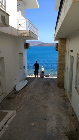 Elounda Residence: Steps to coastal path