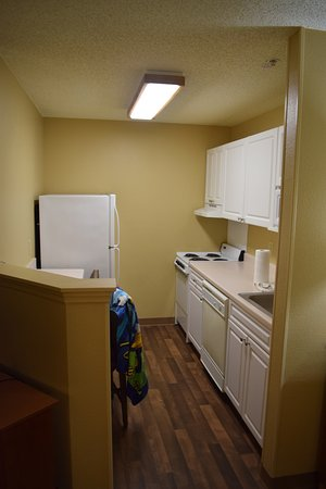 Extended Stay America - Orlando Theme Parks - Vineland Rd.: Queen Suite, kitchen area.