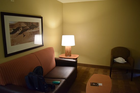 Extended Stay America - Orlando Theme Parks - Vineland Rd.: Nice living area, room 224, queen suite.