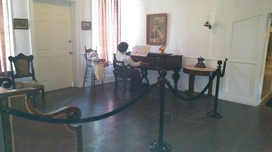 Hampton, VA: Had a wonderful experience during our family reunion, visiting the Casement Museum. It is an eas
