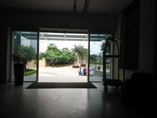 24 Tech Hotel: Hotel Entrance