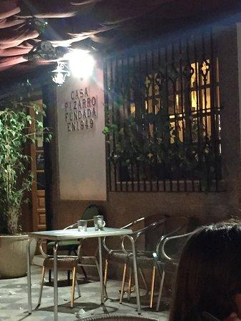 Pension Restaurante Pizarro: Horroroso restaurante, servicio y cocina... Una mala experiencia culinaria