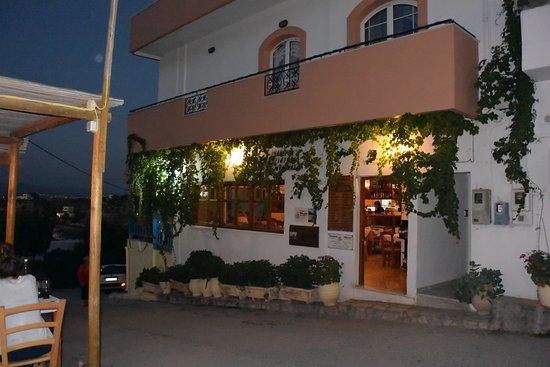Kamilari, Grekland: The Taverna