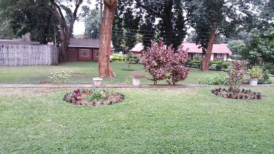 Lutheran Uhuru Hostel: Gardens, open spaces
