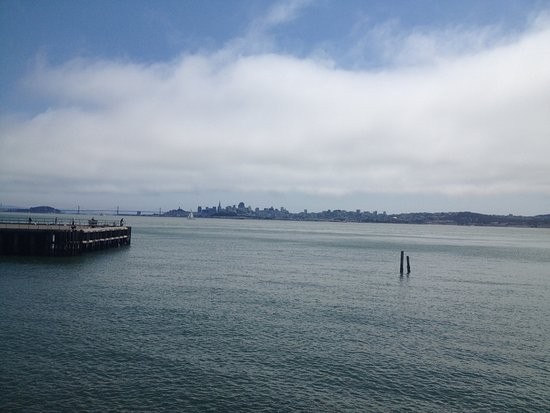 Sausalito, Californien: Beautiful views back towards San Francisco.