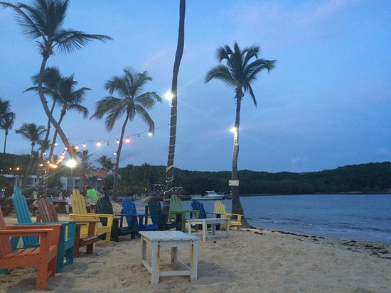 Bolongo Bay, St. Thomas: Amazing atmosphere and the food was pretty good!