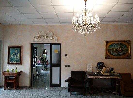 Fontaine Bleue Hotel: Recepción