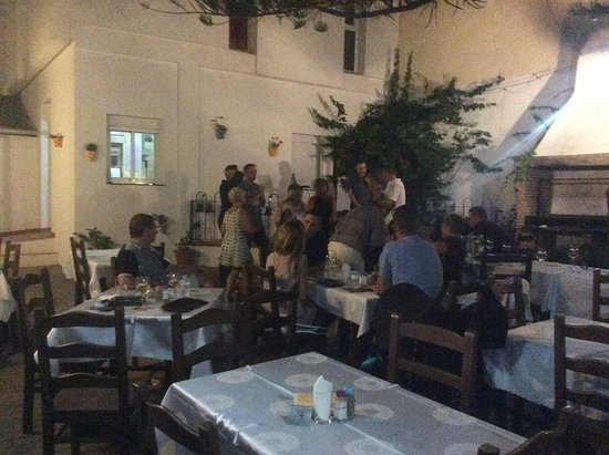 San Luis de Sabinillas, İspanya: Live music in the courtyard