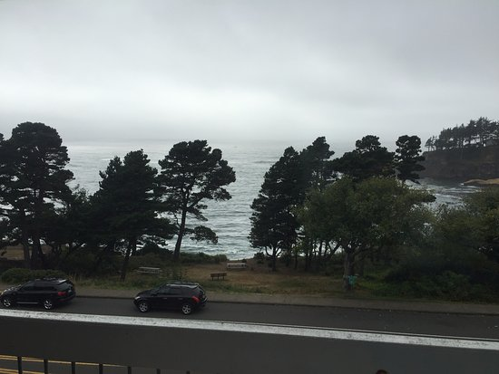 Depoe Bay, OR: The view of the Pacific Ocean from the room.