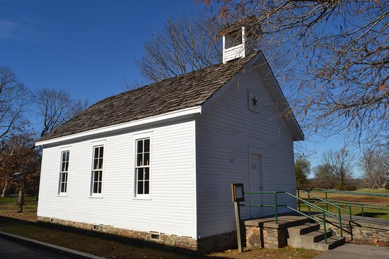 Point Lookout, MO: Star Schoolhouse