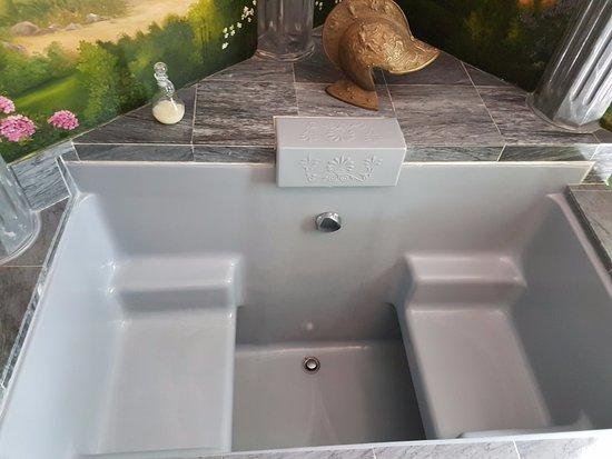Λος Άλαμος, Καλιφόρνια: Roman Suite sunk bathtub