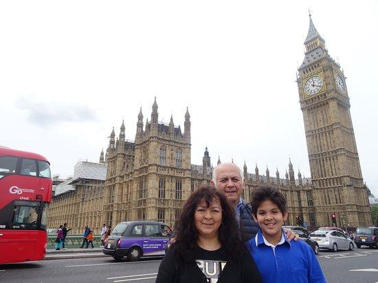 En Familia Frente A Parlamento Ingles Y El Big Ben