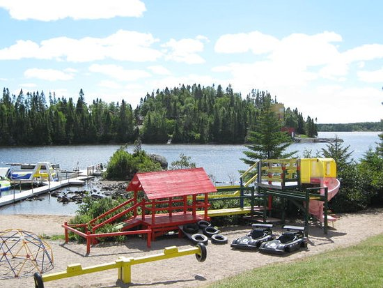 Clarenville, Καναδάς: Playground with Lake in the Background