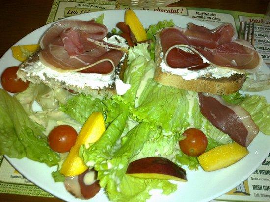 Romilly-sur-Seine, Francia: la saladeriviera dans le patata menu a 16,90 euros