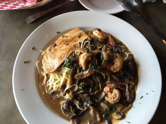 Bastrop, TX: Chicken & Shrimp Madera