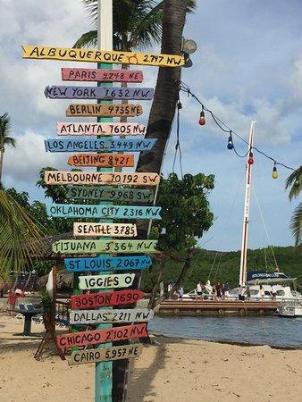 Bolongo Bay, St. Thomas: Iggies Beach Bar and Grill