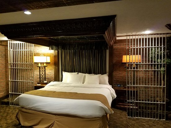 Radisson Hotel Valley Forge Theme Rooms