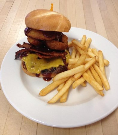Sutter Creek, CA: Hand made burgers daily