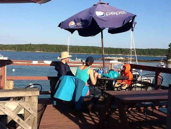 Harpswell, ME: Eating on the dock