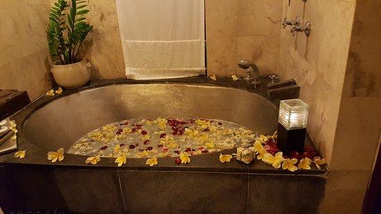 Maya Ubud Resort & Spa: Bath