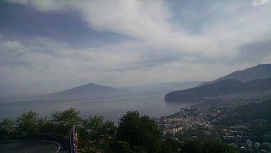 Hotel La Vue D'Or: vista desde el hotel del volcan vesubio