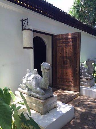 Shangri La: Entrance