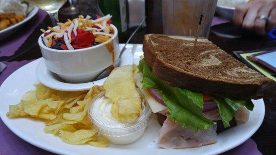 Auburn, État de New York : The Lite Side...Taco Soup and half sandwich...delicious