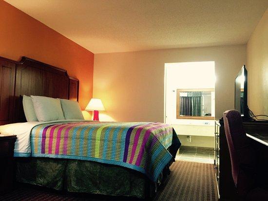 Blytheville, AR: King Bed