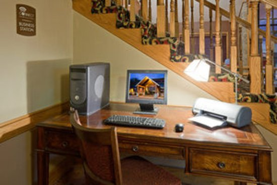 Blue Earth, MN: 8 steps to the left of the desk is the pool entrance!