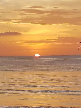 Red Pacific Sunset - Alex Tours: We had an amazing time in Costa Rica, Mr Alex made it even better we will go through Red Pacific