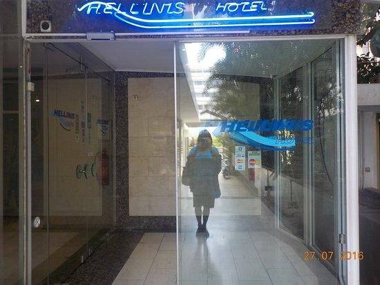 im badezimmer - picture of hellinis hotel, athens - tripadvisor, Badezimmer ideen