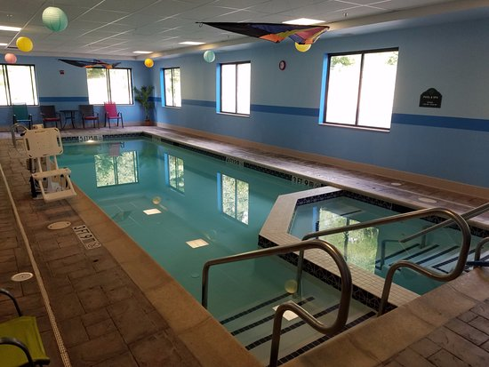 York, Pensilvania: Indoor pool, smaller area is jacuzzi. Motor timer switch on wall.