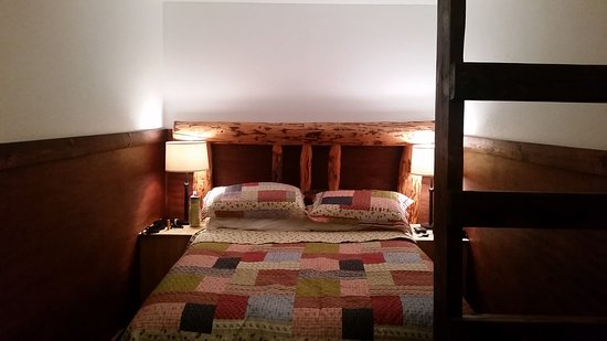 The Perch Resort: Our Private Cabin (Full size bed on ground floor & 1 twin bed in the loft)