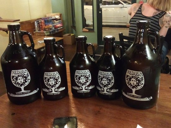 Hudson, MA: Growlers of beer to take home
