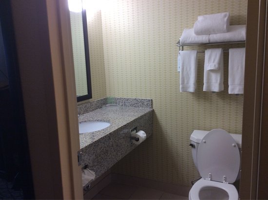 Earth City, MO: King Room we had on 8/27/16 very comfortable this Holiday Inn Airport West THEY KNOW WHAT CUSTOM