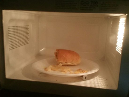 Southfield, Μίσιγκαν: This what i found in microwave trash lift from previose resident plus no microwave dish just tra