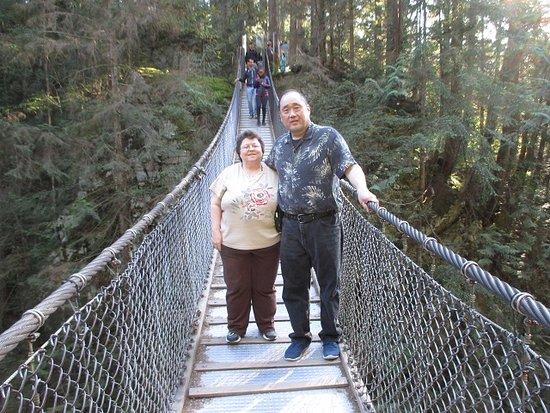 Βόρειο Βανκούβερ, Καναδάς: Us on the Lynn Canyon Park Suspension Bridge