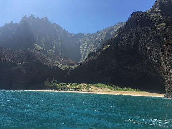Eleele, Hawaï: View of Na' Pali coast off of Catamaran Kahanu