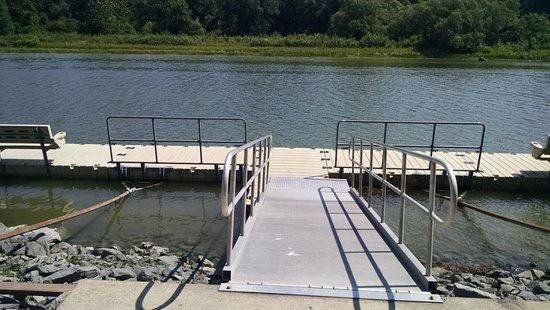 Seneca Falls, NY: floating dock along the walking trail