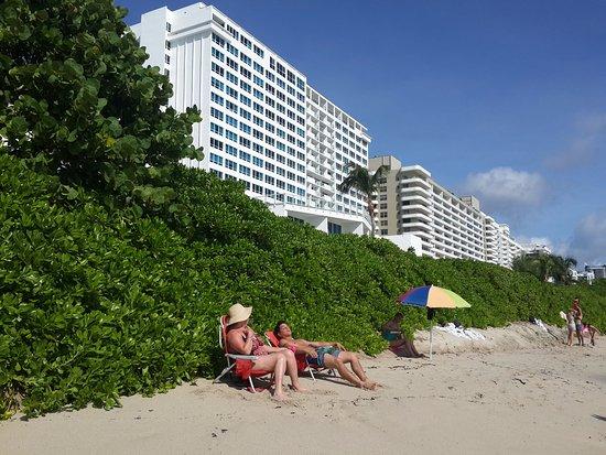 The Castle Beach: Salida directa a la Playa