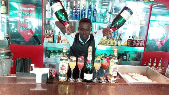 Brew Bistro & Lounge: Each and everysunday at brew bistro lounge they have good memosa types of memosa are spicy,skiny