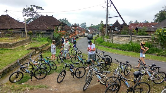 Arekarek Bali Cycling: We met another tour - The route is pretty much te same as other tour, you don't have to use Arek