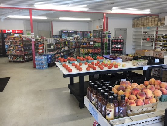 River Falls, Алабама: Adjoined to Wages Market with fresh fruits and veggies