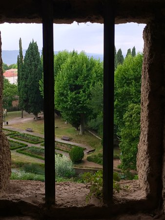 Villecroze, France: Picturesque view from the caves