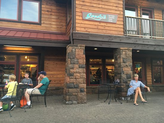 Sunriver, Oregón: Great place to get ice cream!