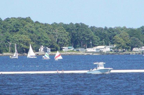 Havelock, Caroline du Nord : sandbar and sailboats